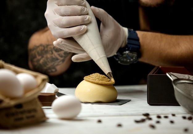 Torta condita con crema di brulée