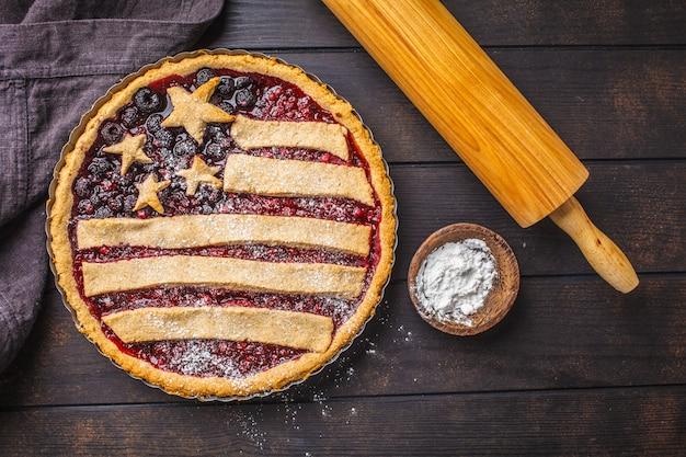 Torta della bacca della bandiera americana, vista superiore. concetto di independence day of america.
