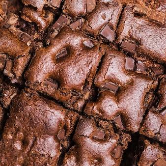 Torta di cioccolato al forno tagliata close-up