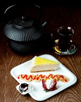 Torta di formaggio con tè nero