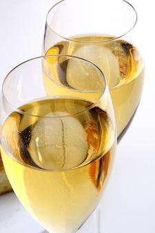 Torta di frutta dolce con champagne
