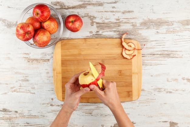 Torta di mele con noci.