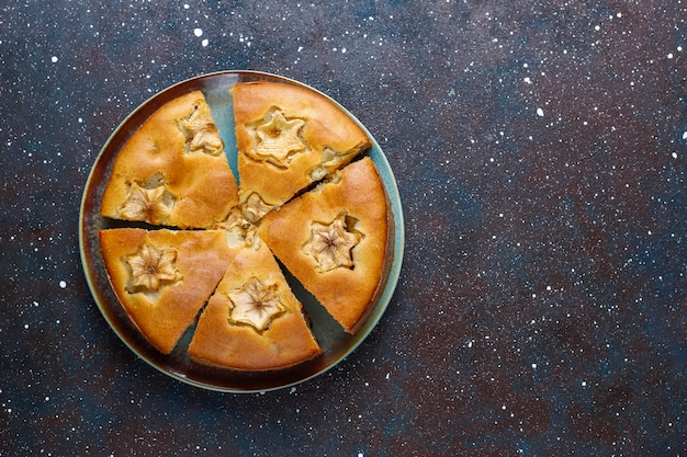 Torta di mele fatta in casa dolce con cannella