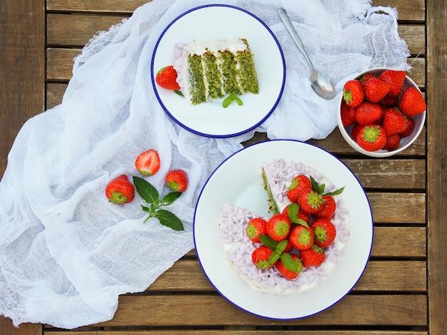 Torta di spinaci con crema al mascarpone e fragola