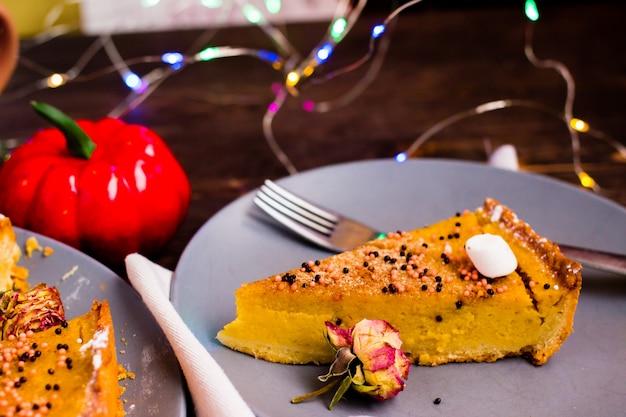 Torta di zucca tradizionale crostata gustosa del ringraziamento.