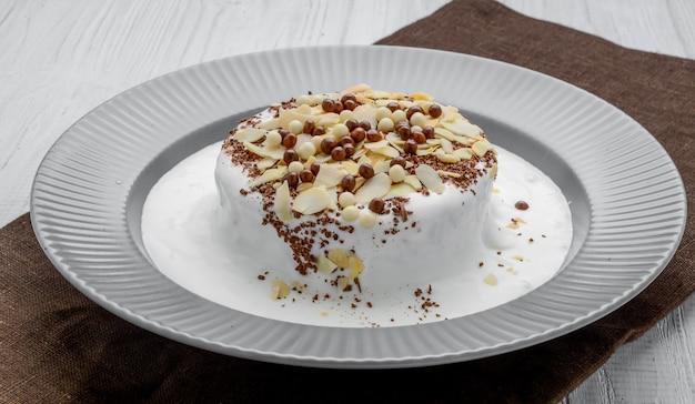 Torta meringata con crema al cioccolato