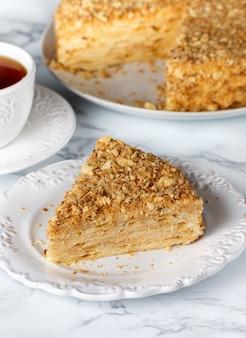 Torta napoleone con mandorle