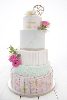 Torta nunziale isolata