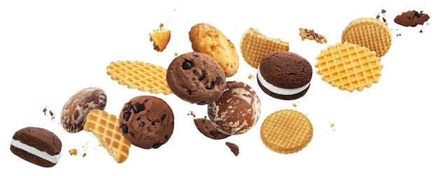 Torte che cadono, biscotti, cracker, cialde isolati su bianco