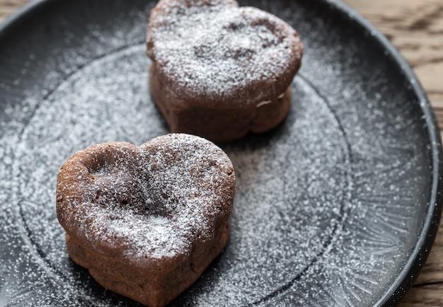 Torte di lava al cioccolato a forma di cuore