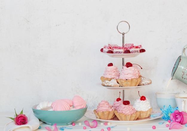 Torte rosa sul piatto