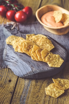 Tortilla chips con chile con queso