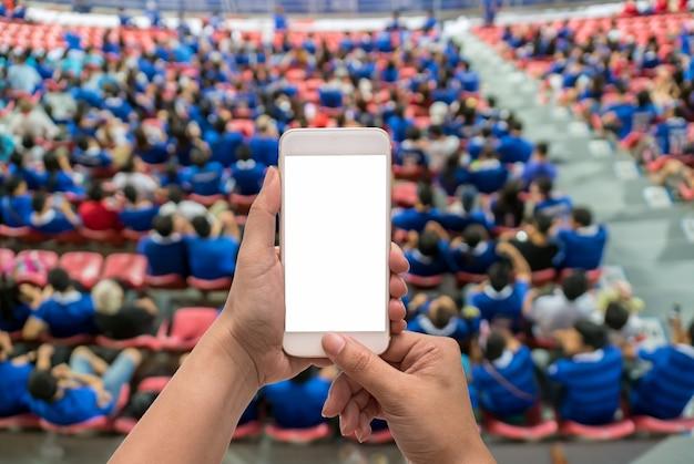 Touch screen mobile dello smart phone della tenuta femminile della mano