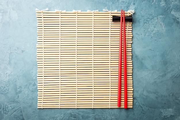 Tovagliolo di legno giapponese con le bacchette