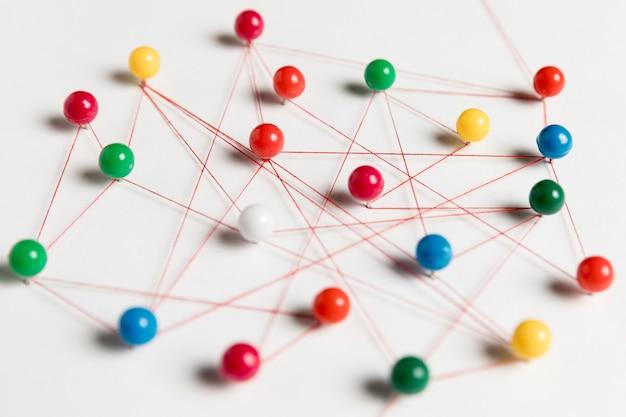 Tracce della puntina da disegno e vista alta del thread