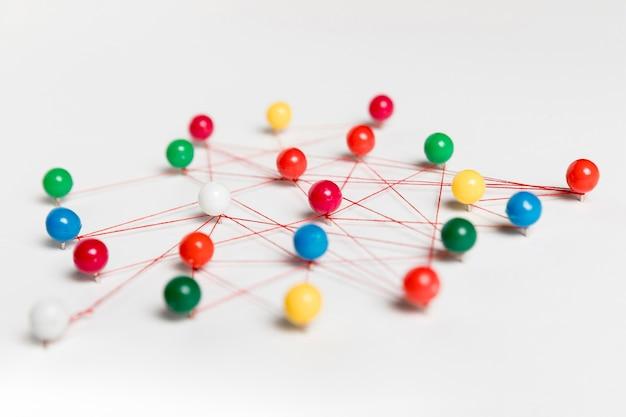 Tracce di puntina da disegno ad alta vista e thread