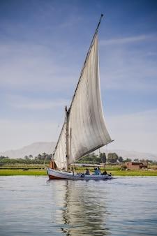 Tradizionale barca a vela in legno