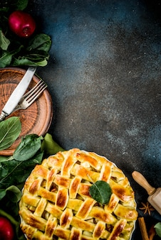 Tradizionale cottura autunnale, torta di mele fatta in casa