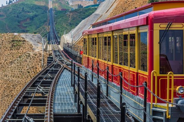 Tram turistico a fansipan, fansipan tram e sapa city, lao cai, sapa, vietnam.