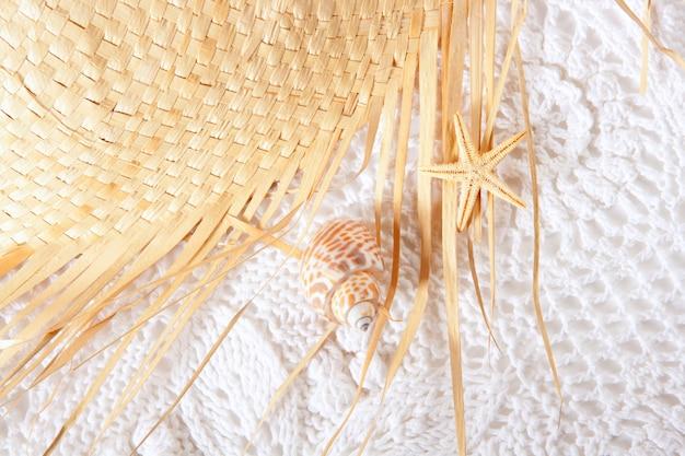 Trama di cotone bianco con cappello
