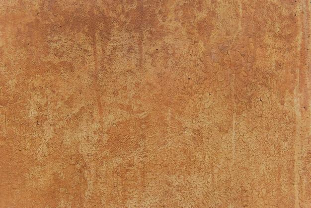 Trama di vernice arrugginita incrinata. sfondo grunge la vecchia vernice arrugginita e di aspetto scadente è scoppiata dal tempo piovoso e dal sole