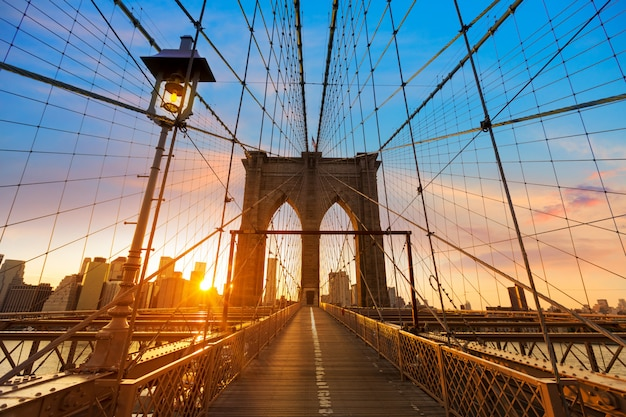 Tramonto a new york manhattan del ponte di brooklyn