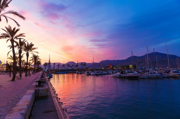 Tramonto del porto turistico di cartagine murcia in spagna