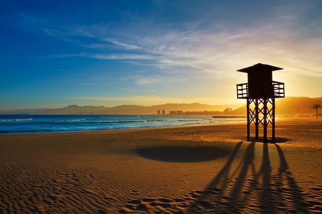 Tramonto della spiaggia di cullera playa los olivos a valencia