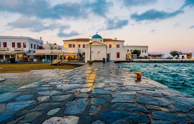 Tramonto sull'isola di mykonos