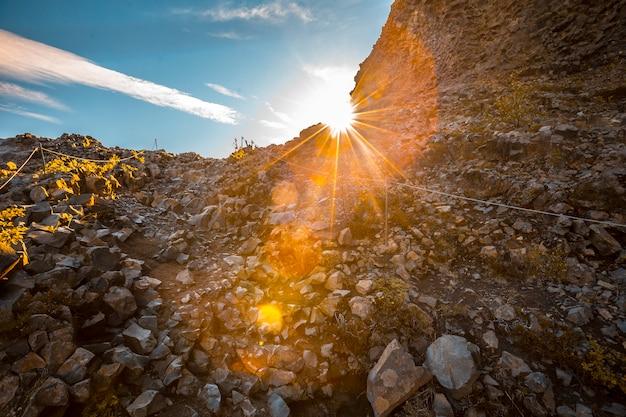 Tramonto sulla traccia di trekking di jokulsargljufur, islanda