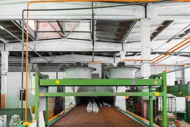 Trasportatore di brocche alla fabbricazione del vetro