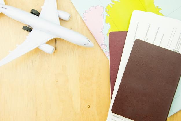 Trasporto di viaggio di concetto con l'aeroplano.
