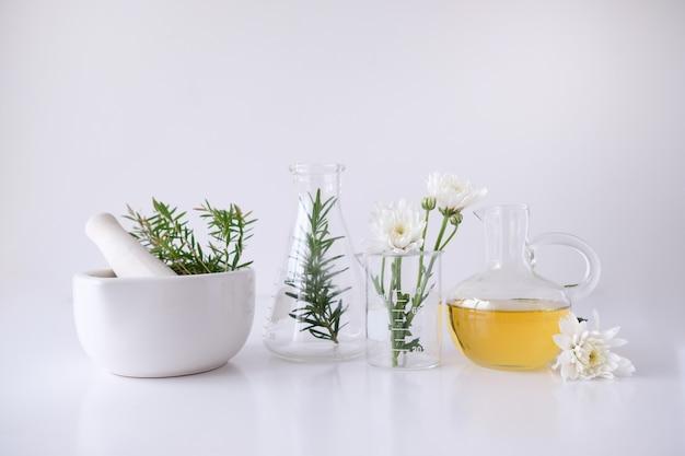 Trattamenti cosmetici per la natura e aromaterapia con olio essenziale.