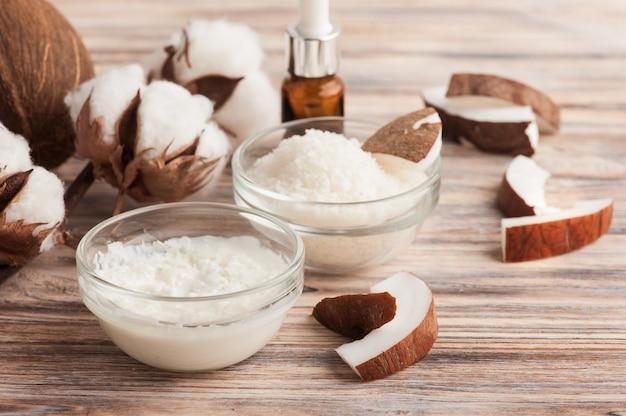 Trattamento naturale per capelli con cocco