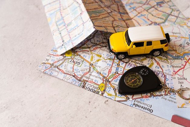 Travel decor car sulla mappa belga