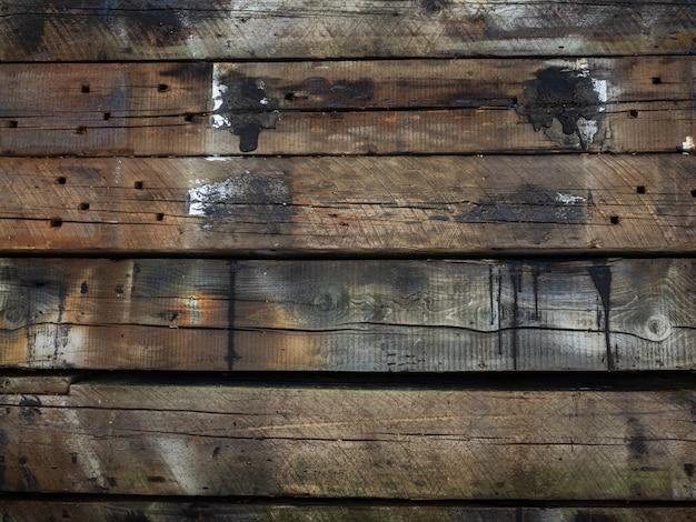 Traversine ferroviarie in legno. impilati uno sopra l'altro
