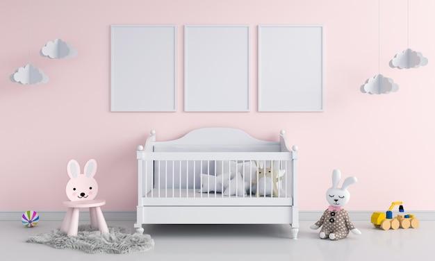 Tre cornice in bianco nella stanza del bambino