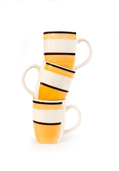 Tre tazze isolate su fondo bianco
