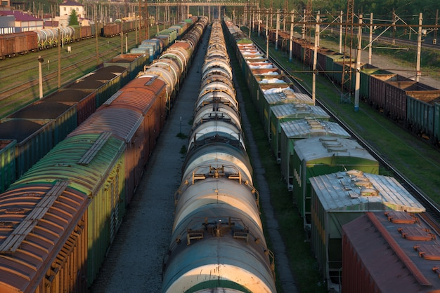 Treni merci sul terminal merci della città