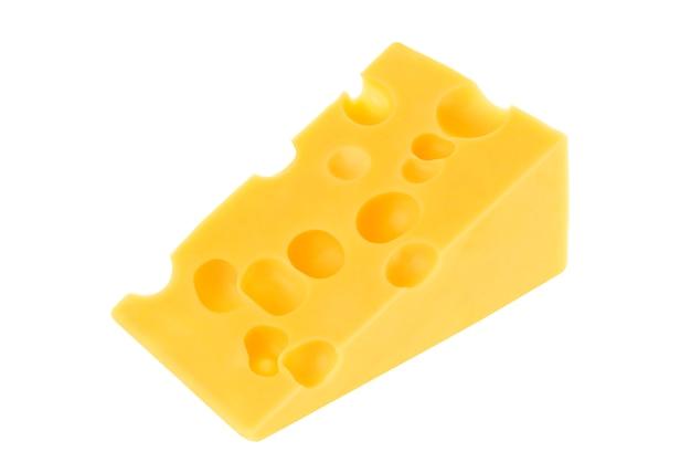 Triangolo di formaggio svizzero isolato su bianco