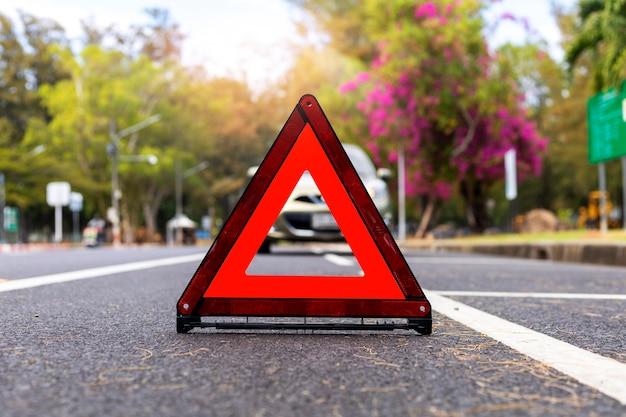 Triangolo rosso, segnale di arresto di emergenza rosso