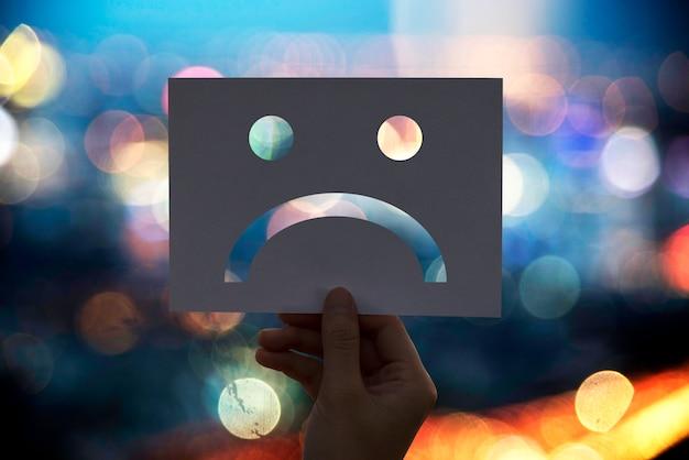 Triste depresso fallire carta perforata