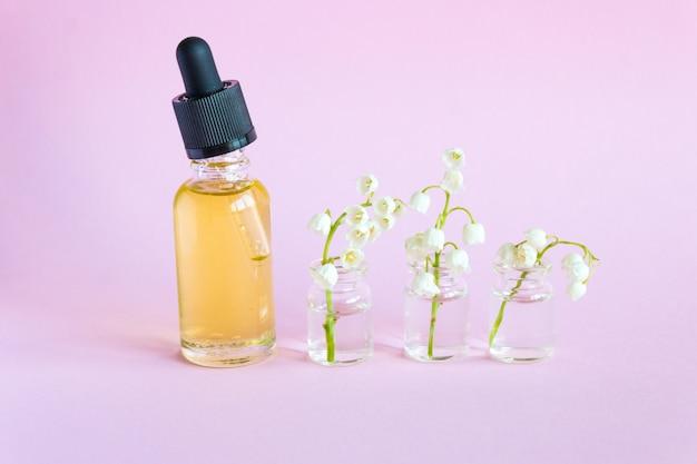 Trucco bottiglia di vetro contagocce. cosmetici all'olio per la cura della pelle