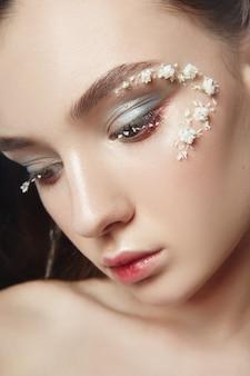 Trucco viso di bellezza, cosmetici da petali di fiori
