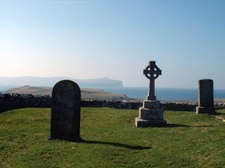 Trumpan sagrato e la croce celtica