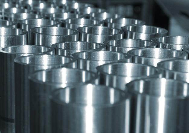 Tubi d'acciaio messi insieme