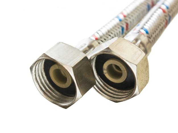 Tubi idraulici isolati su sfondo bianco