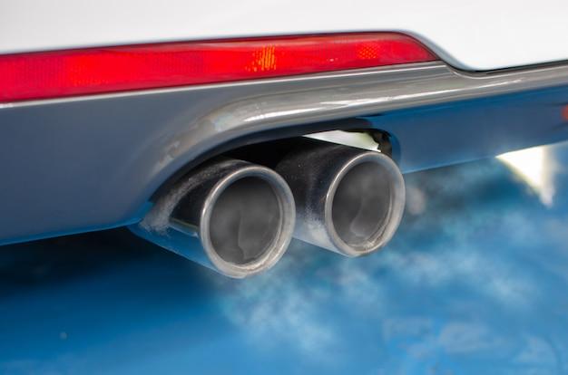 Tubo di scarico dell'automobile