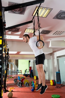 Tuffo fitness crossfit anello uomo immersione esercizio allenamento