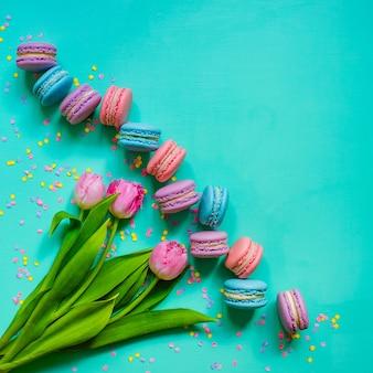 Tulipani e biscotti macaron